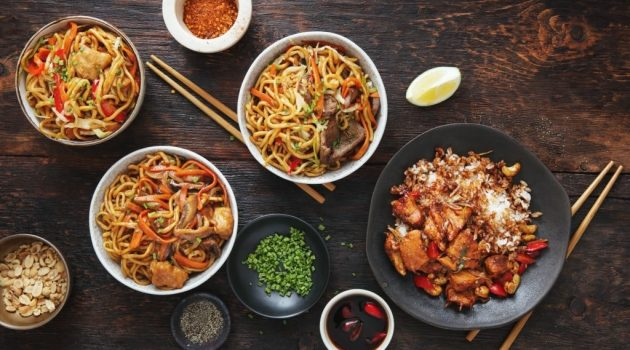 difference between chow mein and chop suey